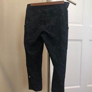 Lululemon pattern crop leggings